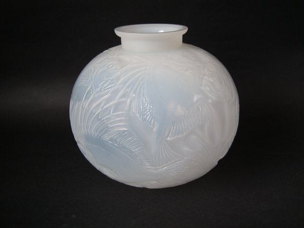 R. Lalique 'Poissons' vase, cased, opalescent, introduced 1921